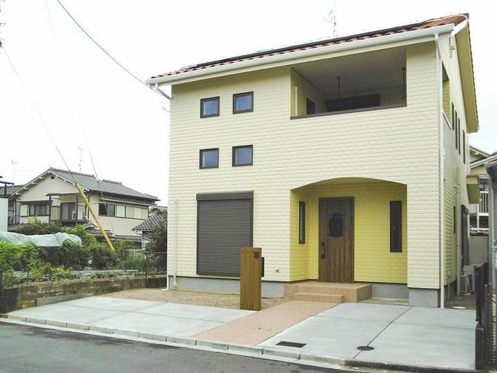 コッツウォルズ風の家 緑の柱×耐震等級3×電気温水床暖房