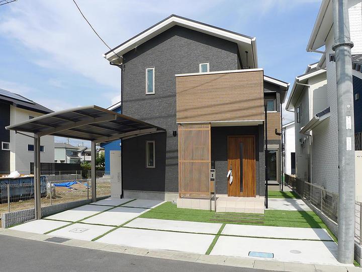 全館冷暖房×緑の柱×耐震等級3×太陽光発電 吹き抜け窓で明るい家
